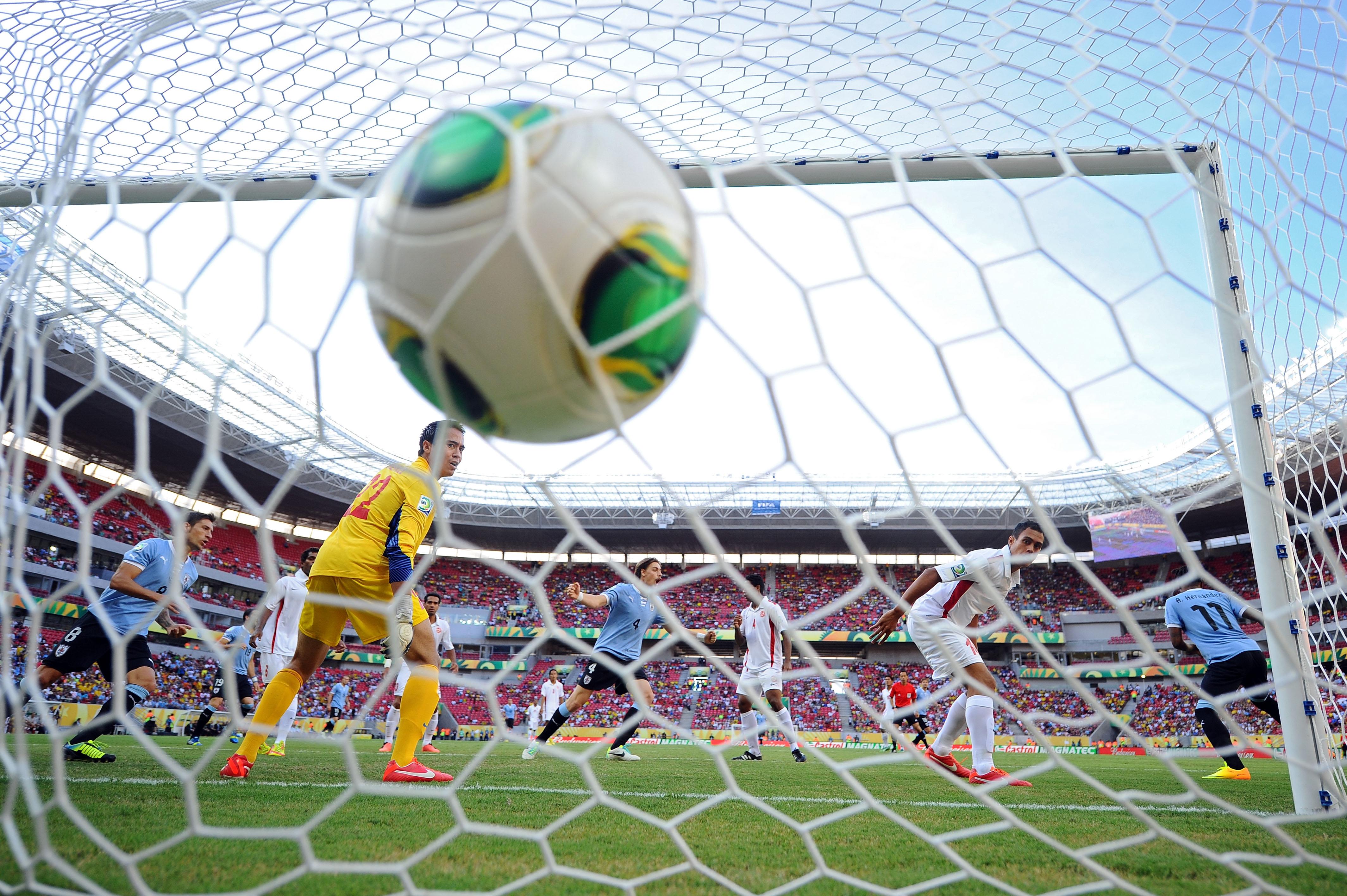 Resultado de imagem para futebol gol