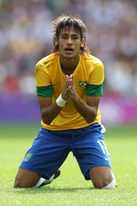 Neymar em ação pela seleção brasileira. Convocação para as Olimpíadas também prejudicou o Santos.