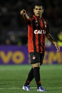 Éderson é a principal esperança de gol do Atlético-PR