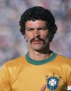 Top 7 bigodes do futebol - Sócrates também se rendeu ao bigode