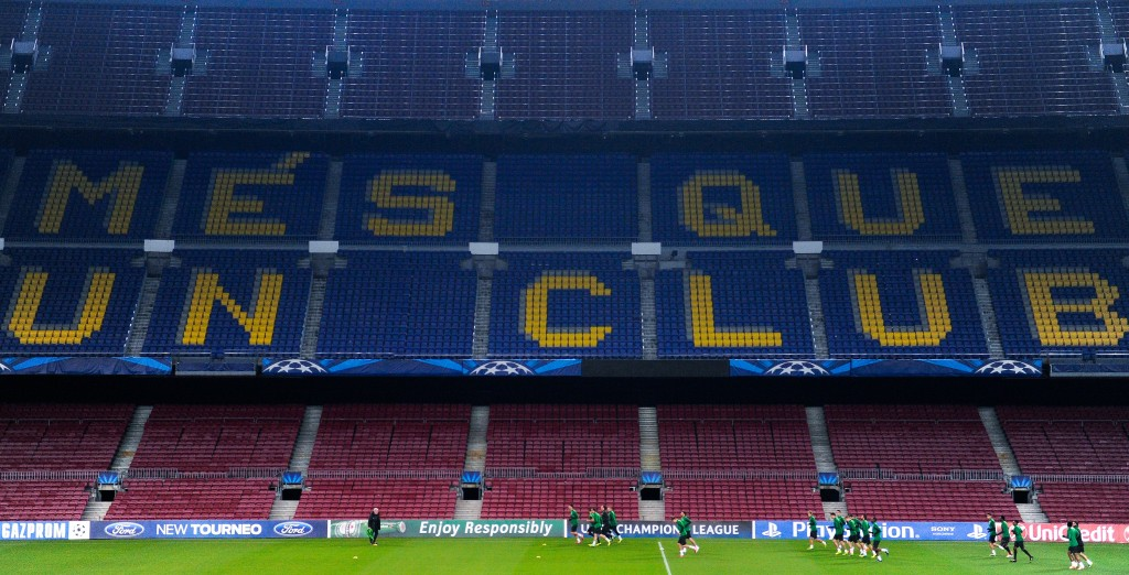Slogan do clube nas cadeiras do Camp Nou
