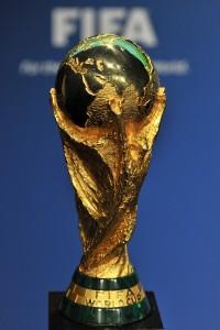 """""""Copa do Mundo Fifa"""" - a taça entregue aos campeões mundiais a partir de 74"""