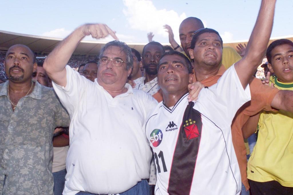 Eurico Miranda e Romário - logo do SBT na frente e nas costas