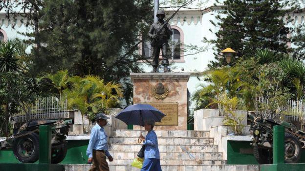 8 Um memorial de guerra foi erguido na capital hondurenha de Tegucigalpa