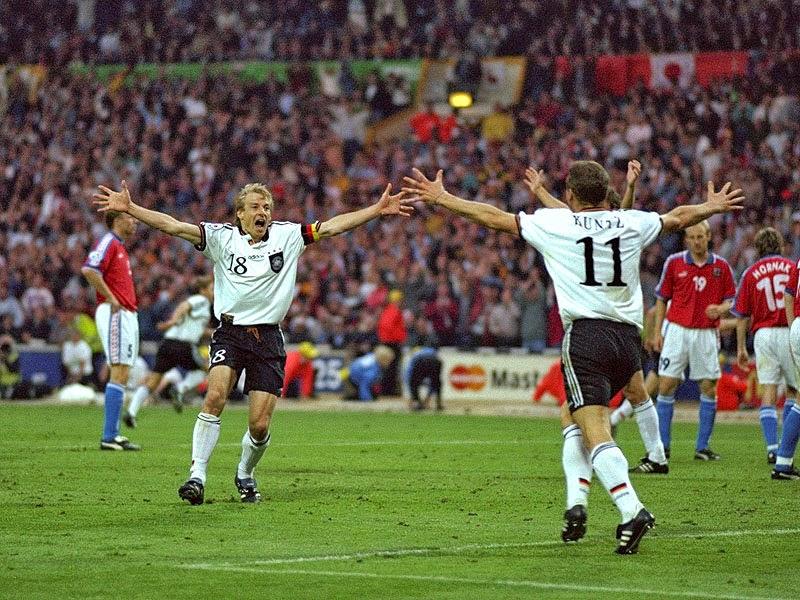 1996: Jurgen Klinsmann comemora o tricampeonato da Alemanha