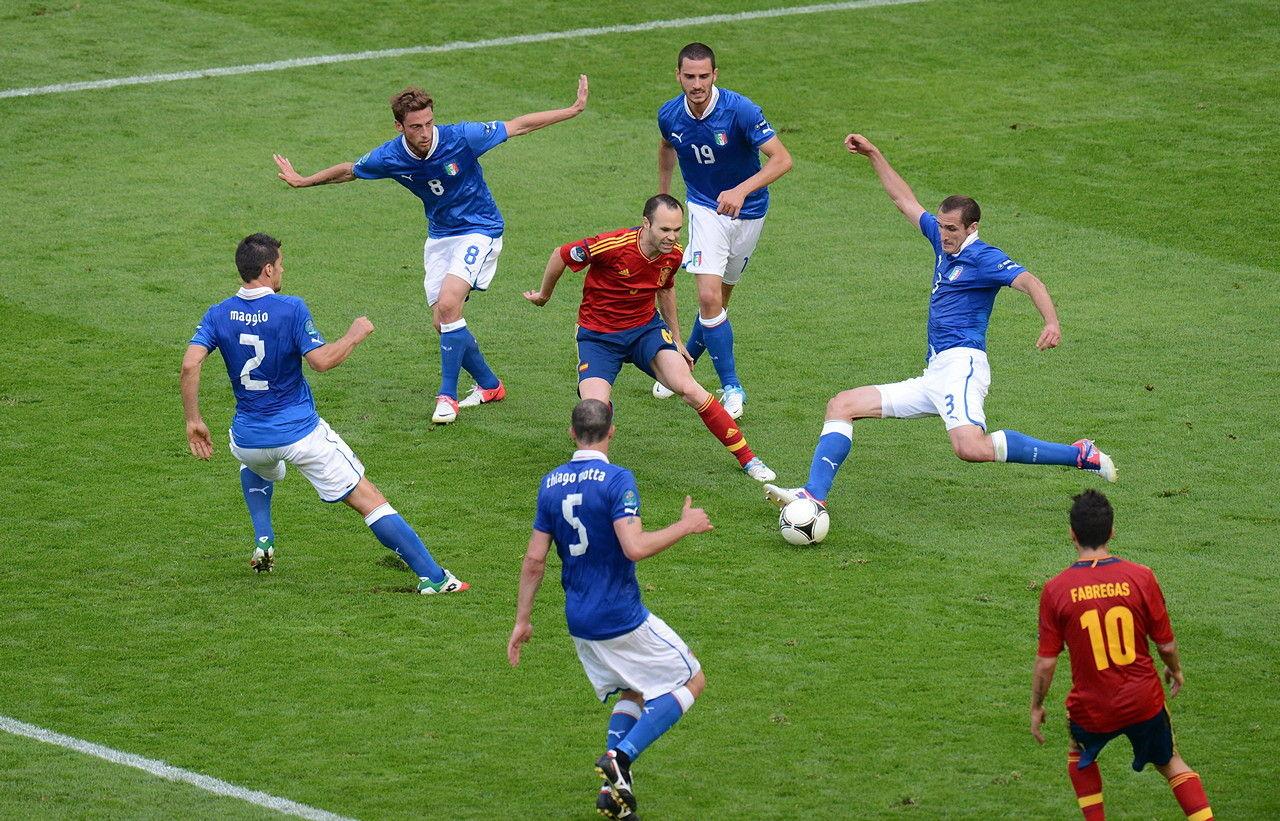 Andrés Iniesta, o maestro da Espanha na goleada contra a Itália.