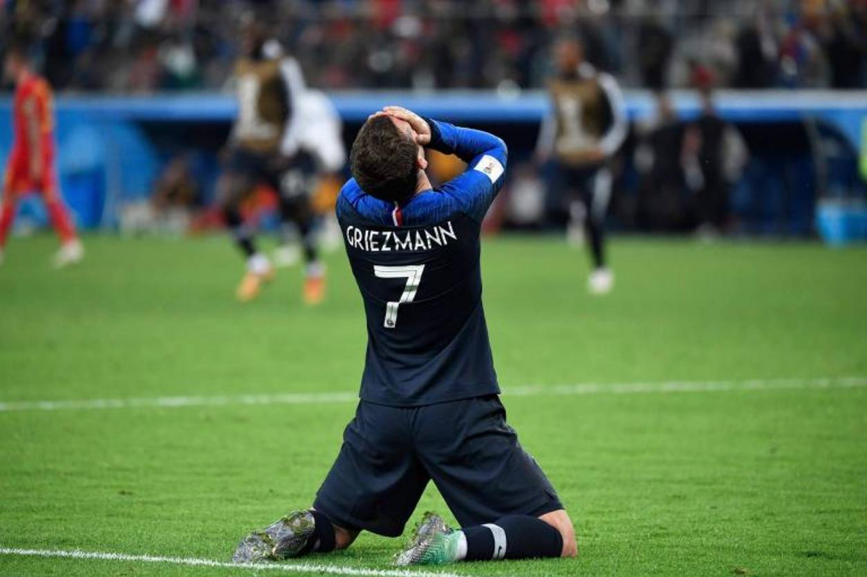 Antoine Griezmann comemora após a França conquistar a classificação para a final da Copa do Mundo, com vitória sobre a Bélgica por 1 a 0Christophe Simon/AFP