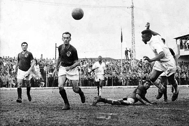 Sequência de fotos do quarto gol de Pelé