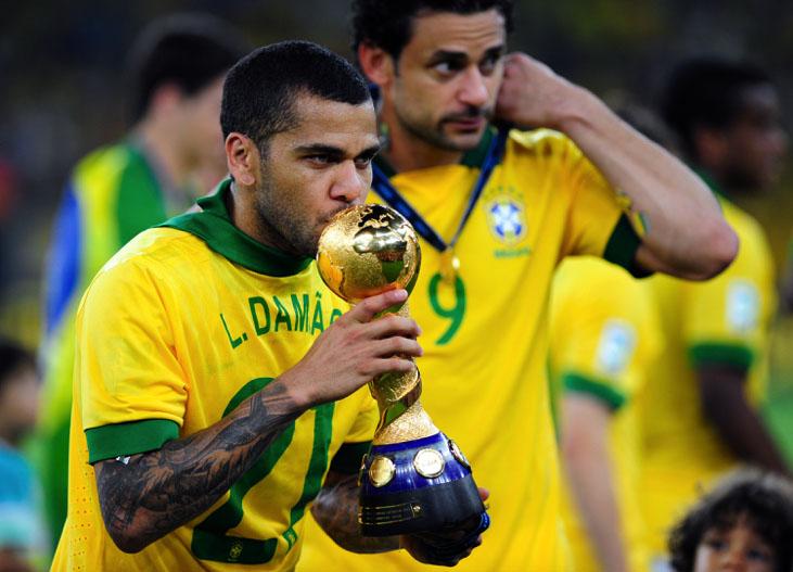 """Daniel Alves: o maior """"papa-títulos"""" da história do futebol. Foto: Wikimedia"""